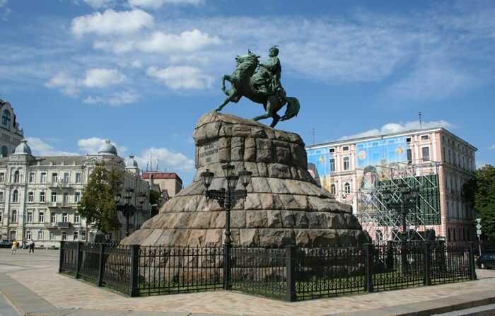 Пам'ятник Б. Хмельницькому